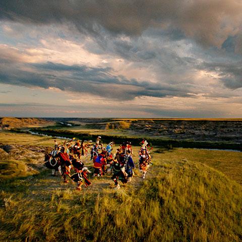 Inheemse dans in de Horsethief Canyon in de Canadese Badlands