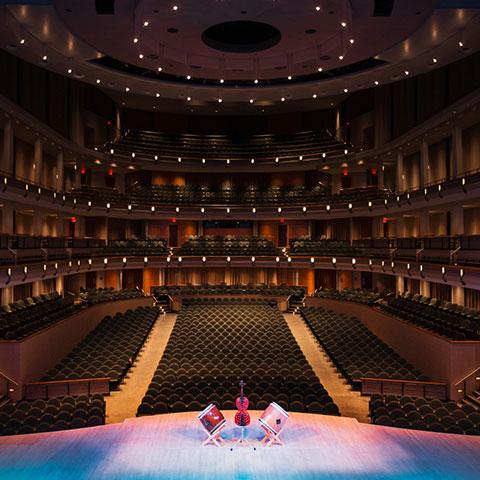 Kunst en podiumkunst in het Francis Winspear Centre for Music in Edmonton