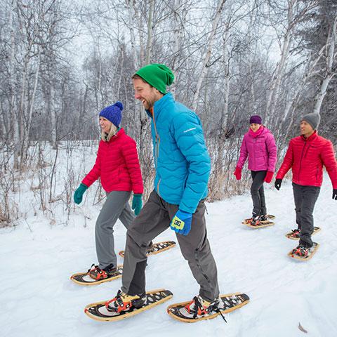 Sneeuwschoenwandelen met een groep, Elk Island National Park