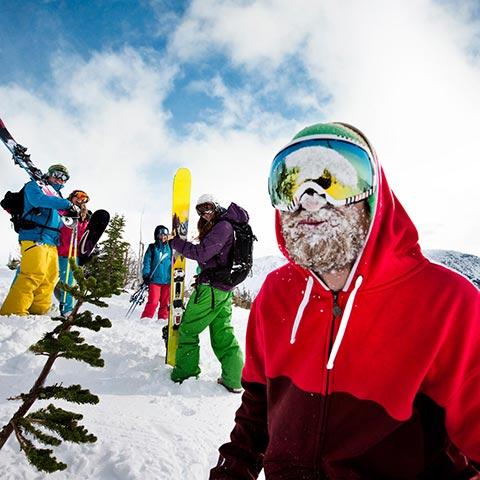 크로우즈네스트 패스 인근 캐슬 마운틴 스키 및 스노보딩 즐기기