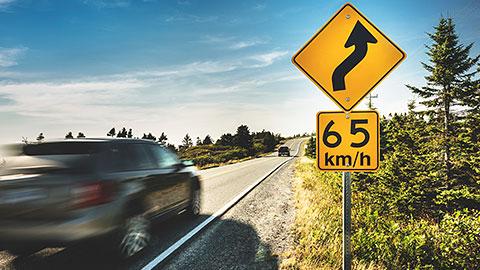 Señal de 65 km por hora
